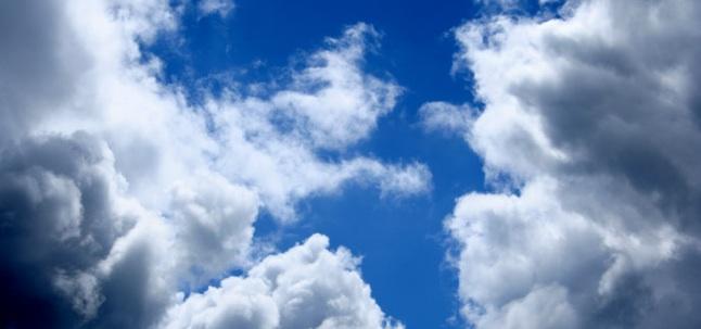 Chat et souris dans les nuages